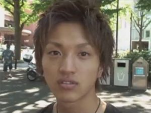 【ゲイ動画ビデオ】茶髪のギャル男系の素人がトイレの中でオナニーを披露してくれるww