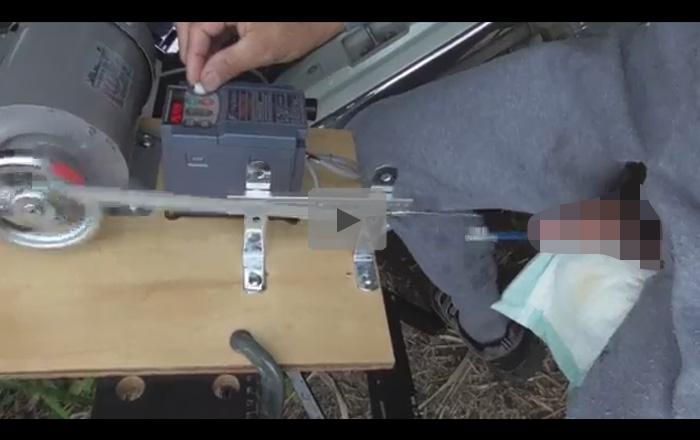 【無修正ゲイ動画】変態男が電動工具を使って尿道に棒をさした状態から出し入れをし続けて気持ちよくなっちゃうww