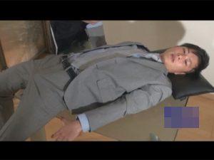 【ゲイ動画ビデオ】スーツ姿の男が拘束状態で目隠しをされてから電マでチンコを犯され続けてしまうww