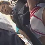 【ゲイ動画】混雑している電車に乗っている金髪のスーツ姿の男が集団痴漢で犯されてしまうww