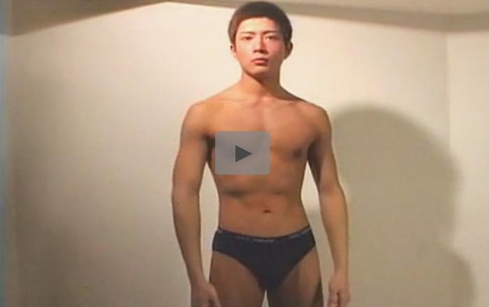 【無修正ゲイ動画】アスリート系の短髪の男が乳首舐めされながら手コキをされてからアナルセックスをしまくって口内射精されるww